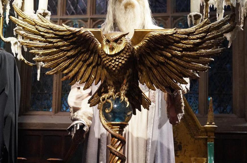 Nicolas Flamel, friend of Albus Dumbledore, turns to Dumbledore to keep the Philosopher's Stone safe.