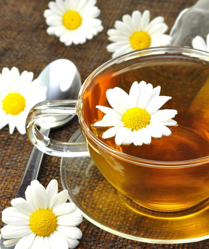 Clear, decaffeinated beverages like chamomile tea are good for those who have colitis.