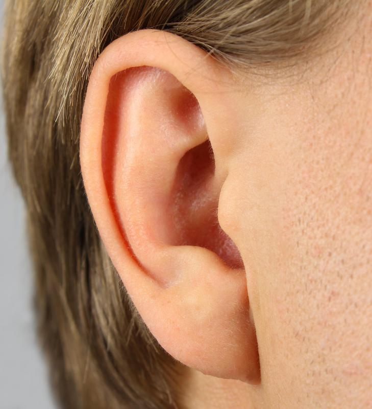 Treating a swollen ear lobe depends on what has caused the ear to swell in the first place.