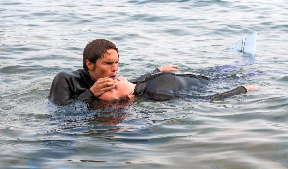 Wetsuits can help keep an injured diver warm during an emergency.