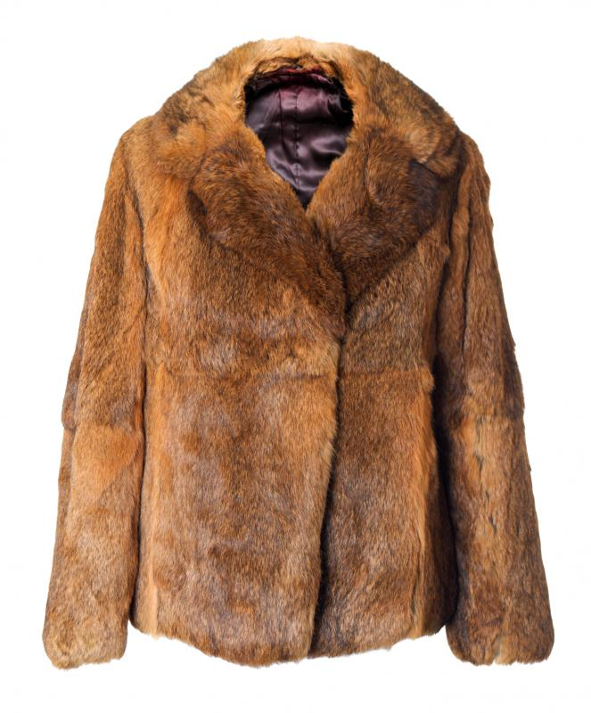 Air getting locked between the fur is one thing that makes fur coats so warm.