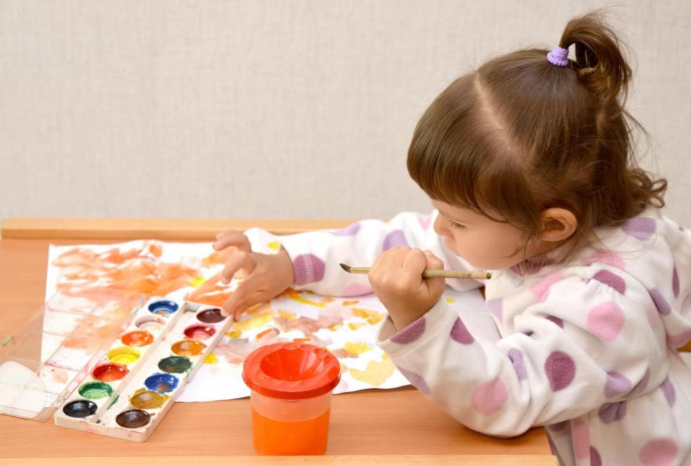 There are a variety of different techniques a person can employ when watercolor painting for both young and experienced artists.