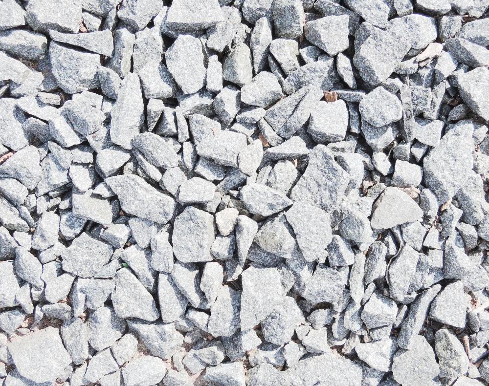 Crushed gravel is a type of gravel mulch frequently used to fill driveways.