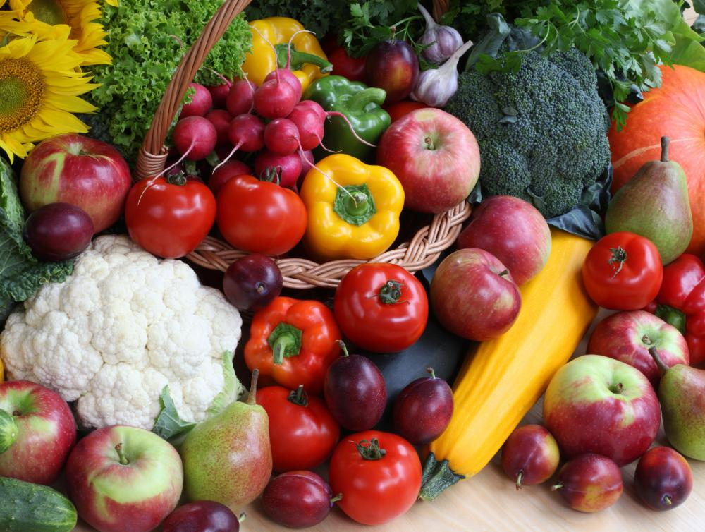 People should try to eat five servings of different colored fruit and vegetables each day.