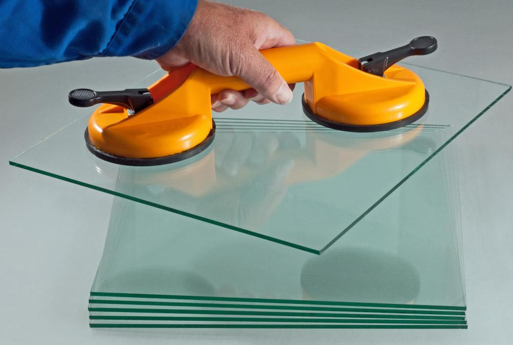 Suction cup lifters make it possible to safely lift panes of replacement glass.