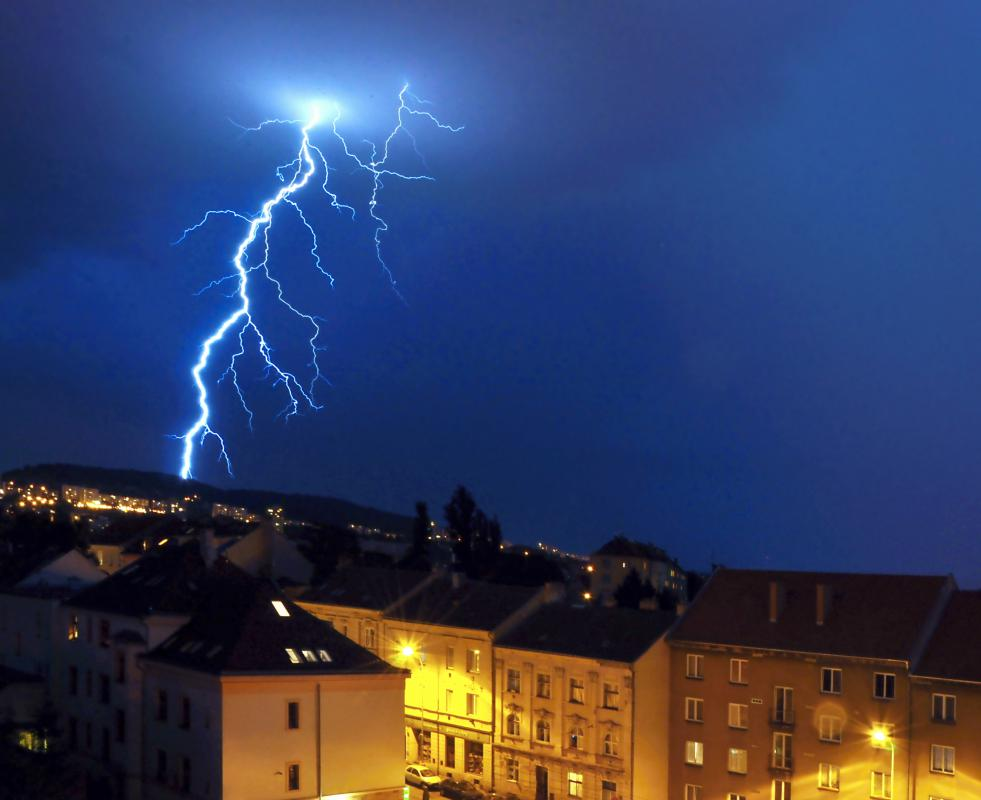 Electricity manifests itself in natural phenomena such as lightning.
