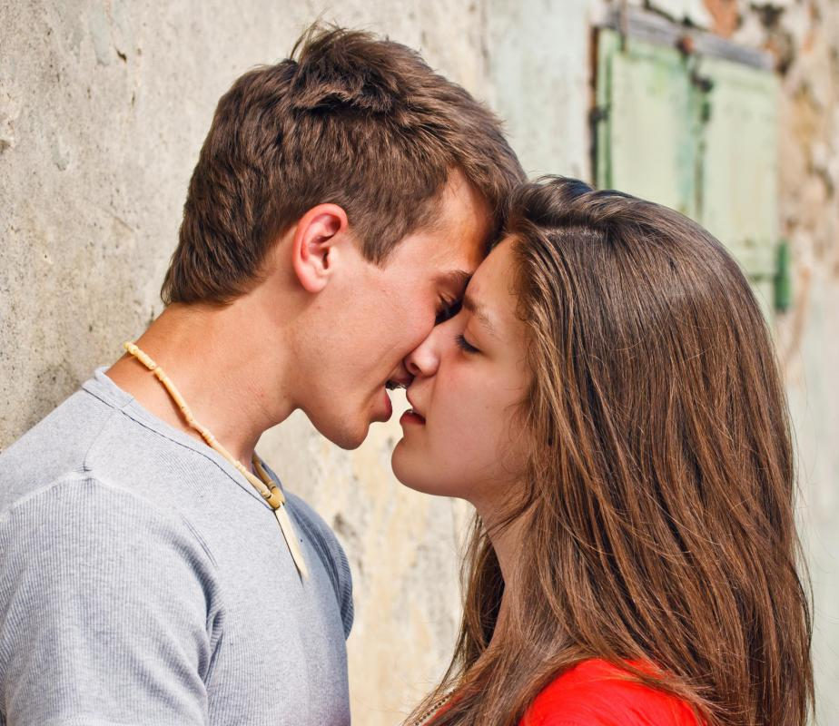 Hpv transmitted by kissing