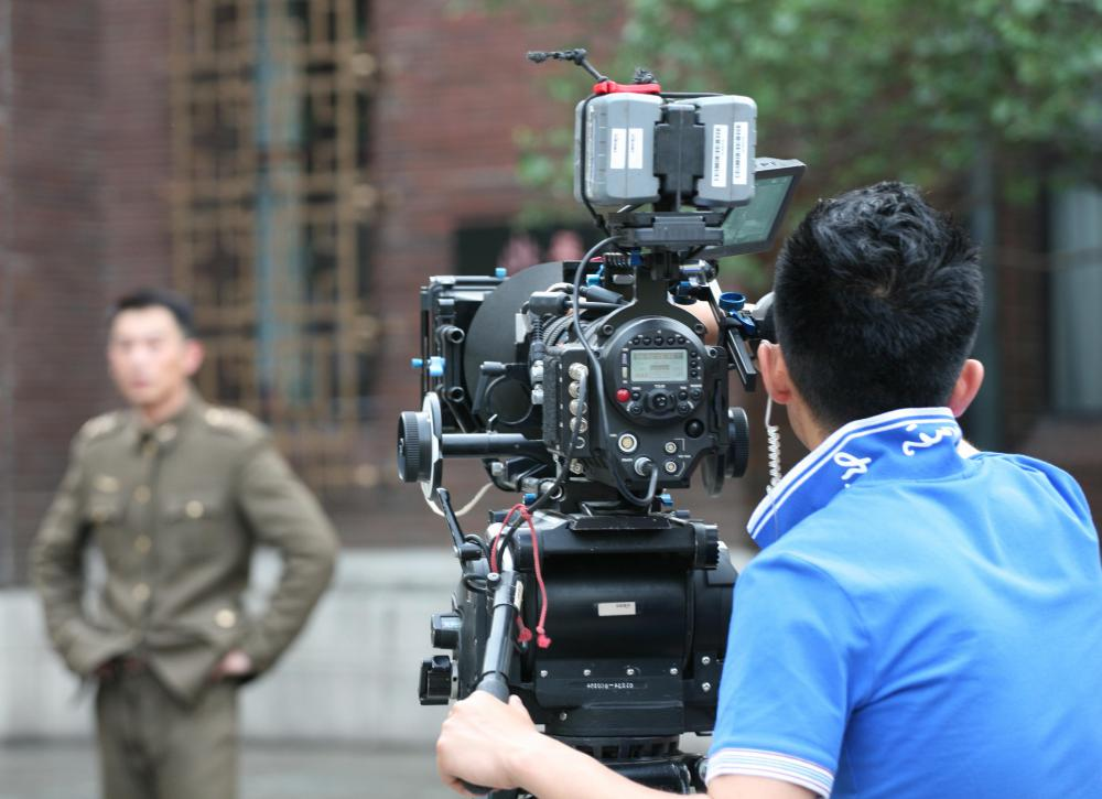 A movie cinematographer typically works in close collaboration with the film's director.