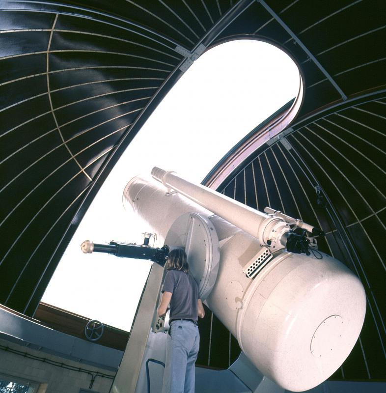 "Large observatory telescopes can see the universe's ""horizon""."