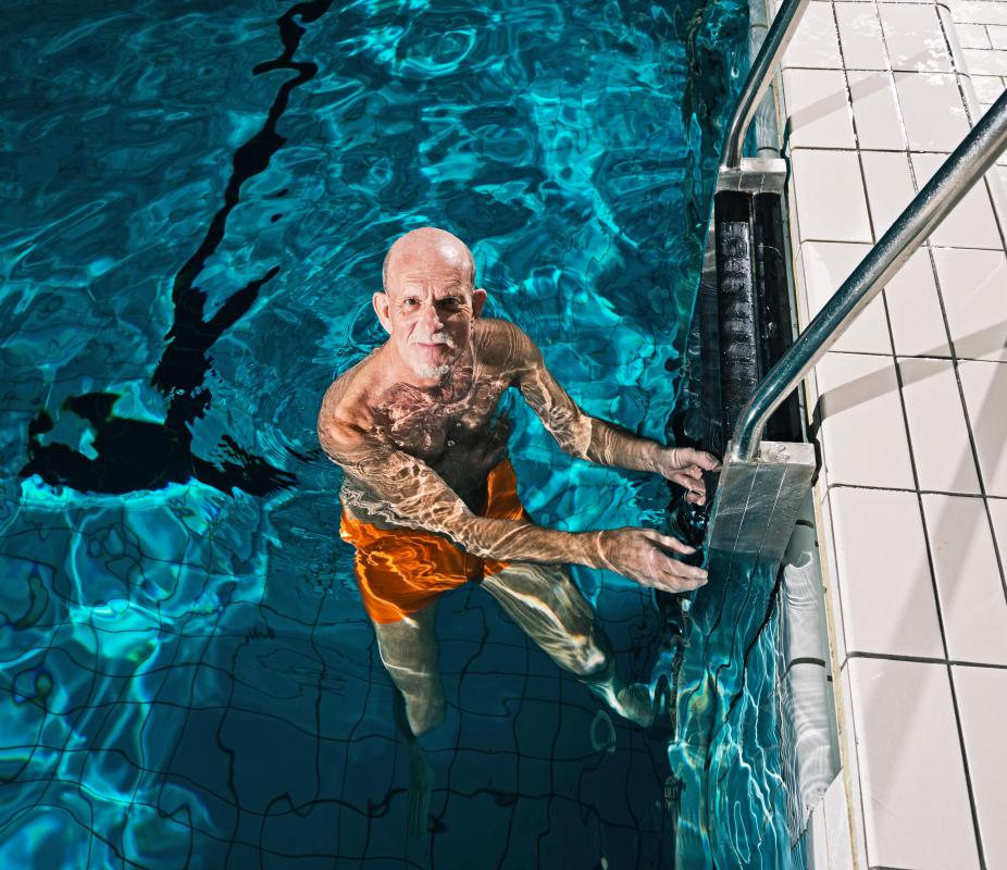 Doctors may recommend swimming and other water therapy activities to patients suffering from thoracic spondylosis.