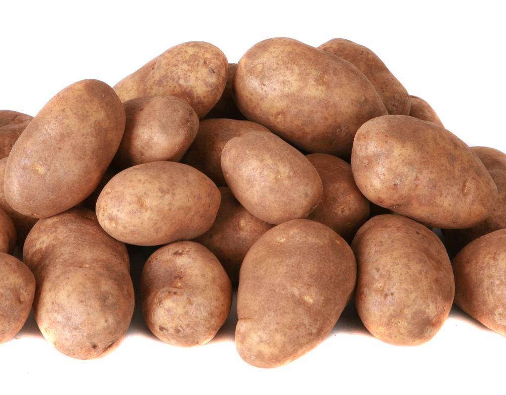 Potatoes contain polysaccharides, which are complex macromolecules.