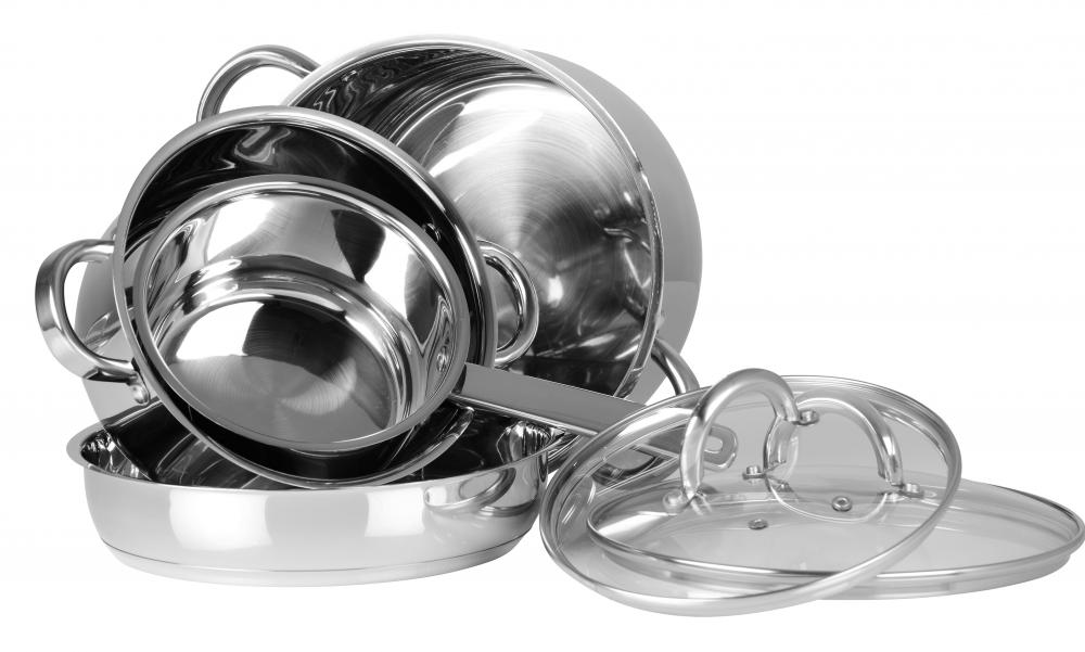 Many experts agree that using aluminum cookware may pose some health risks.