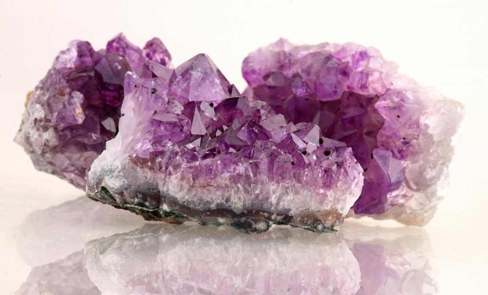 Jewel tone colors such as amethyst and emerald are excellent color choices for brunettes.
