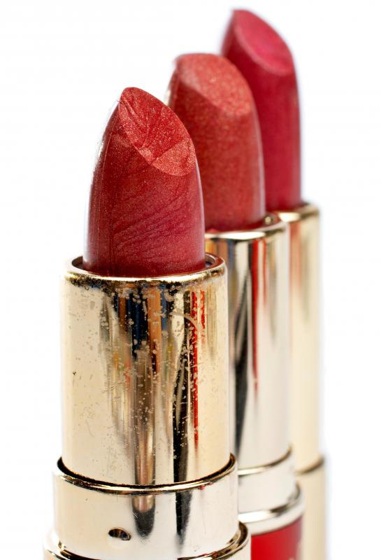 Lipstick shade should be taken into consideration before choosing a lip liner color.