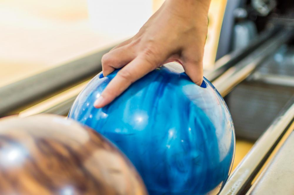 Score is kept in bowling by keeping track of the number of pins knocked down.