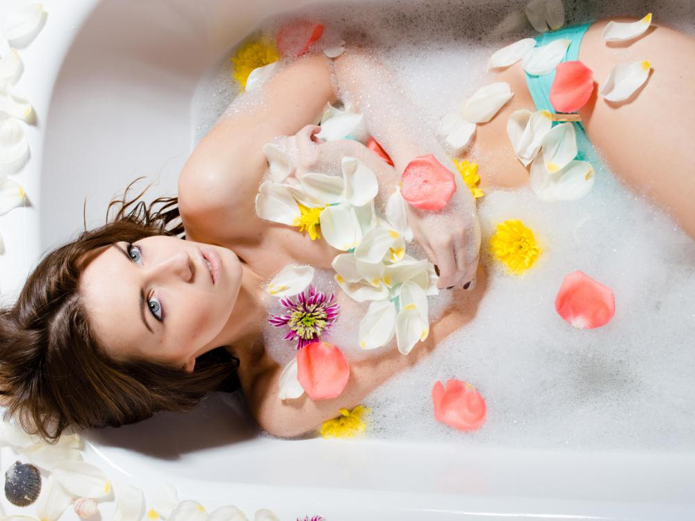 Those who have had a reaction to lanolin should be aware of the ingredients of any bubble bath, soap or beauty product.