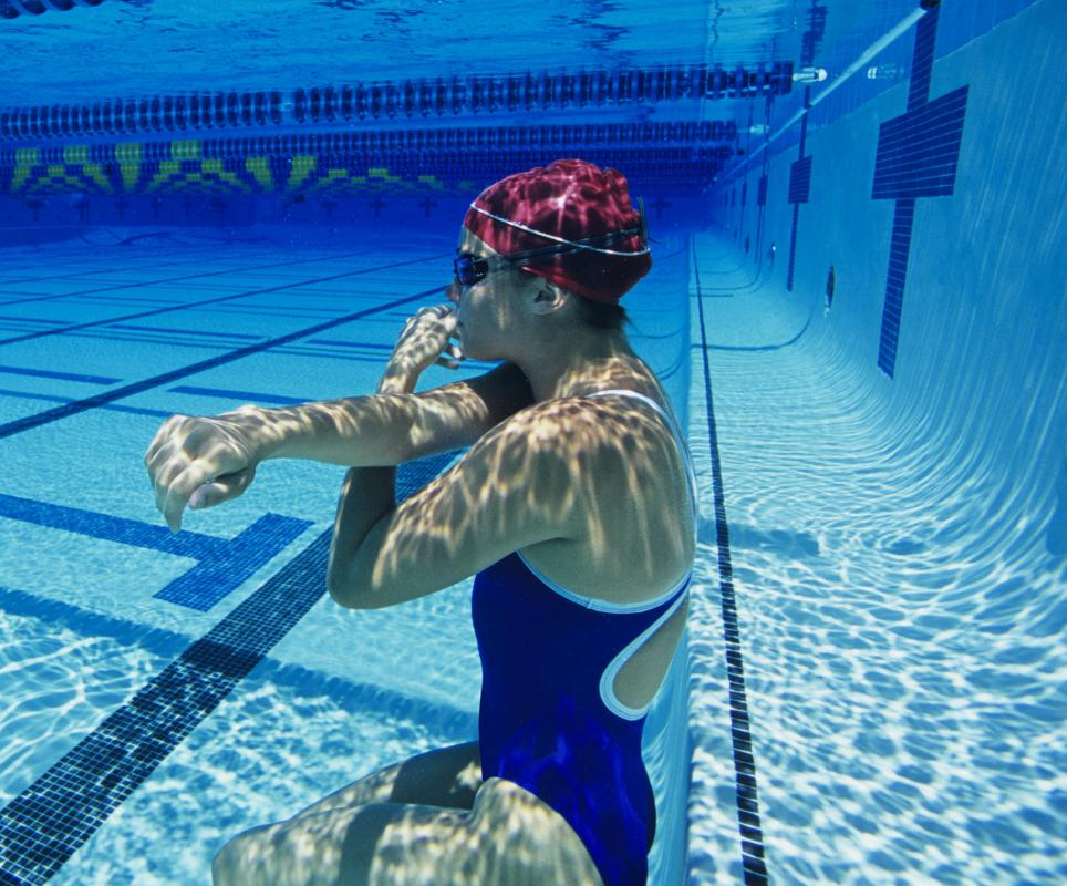 Swimmers know that holding a full breath can make them more buoyant.